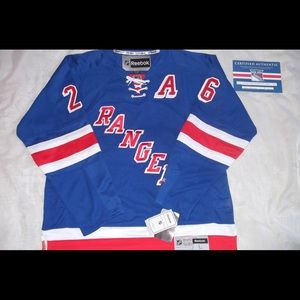 Autographed Martin St. Louis Jersey *CERTIFIED*